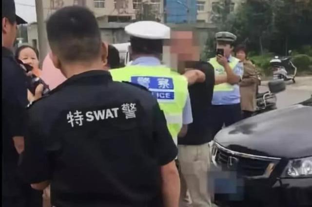 禹州俩男子醉酒阻碍民警执法 还要求民警下跪认错