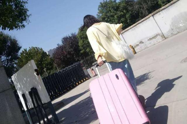 姑娘粗心大意行李丢失 郑州辅警尽心守护全程