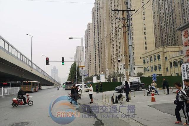 郑州一路口遭网友吐槽 离家近在咫尺 右转会被抓拍