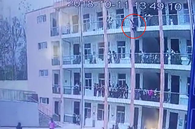 桐柏县中学生教学楼坠亡 官方通告:玩耍时不慎坠下