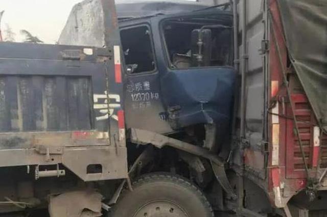 新乡一路段大货车三车追尾 一名驾驶员当场死亡