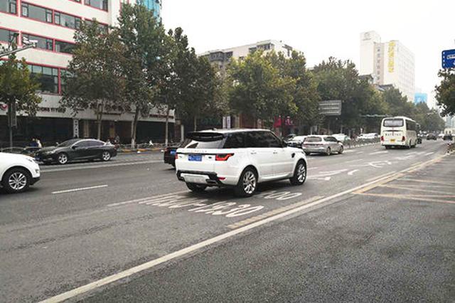 郑州22条公交专用道启用 社会车辆占道情况时有发生