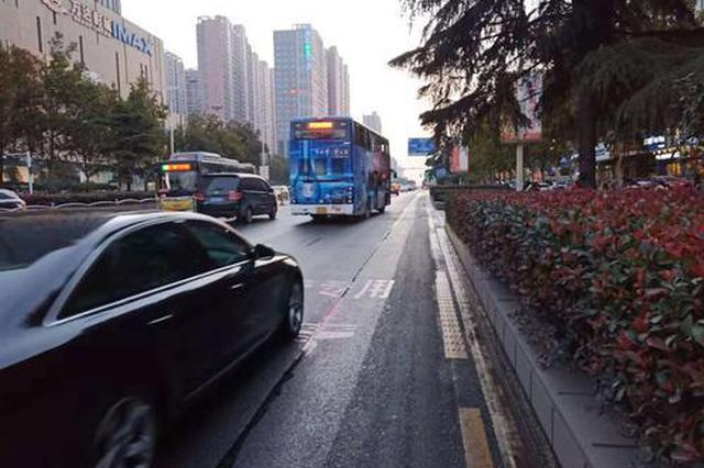 避让公交专用道 郑州交警:首月教育为主处罚为辅