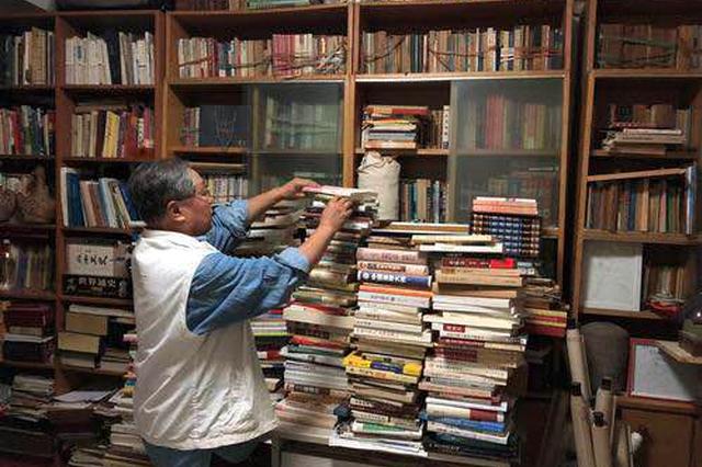 郑州老人用26本书500多万字 记录郑州发展点滴