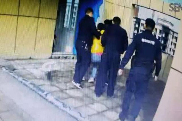 信阳14岁女孩被母亲责备后一时想不开 欲从29楼轻生