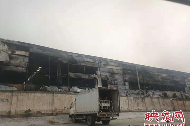 新密一家具厂发生火灾 一万多平方米车间被烧毁