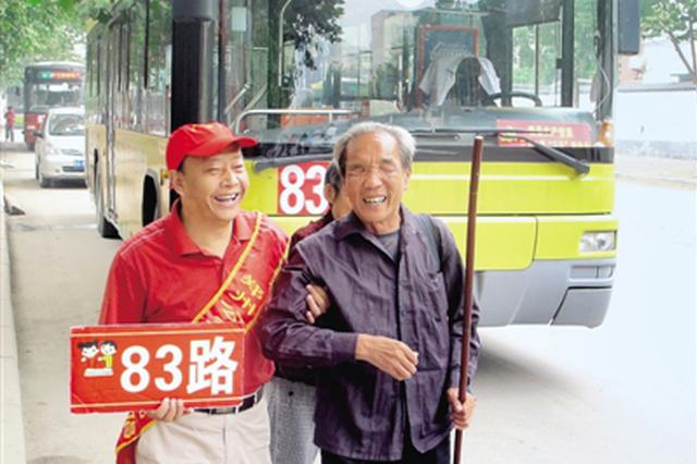 从人工售票到智能支付 车长从业38年见证郑州公交发展