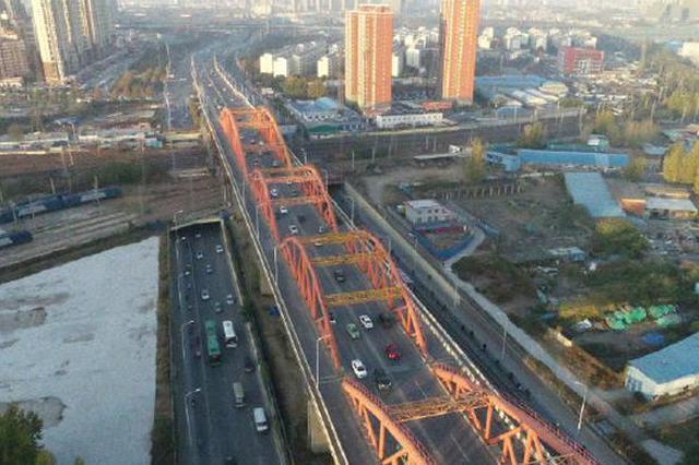 组图:单双号限行之后 郑州明星堵点彩虹桥一路畅通