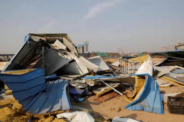 工棚宿舍被不明身份者捣毁 郑州多名工友寒风中求助