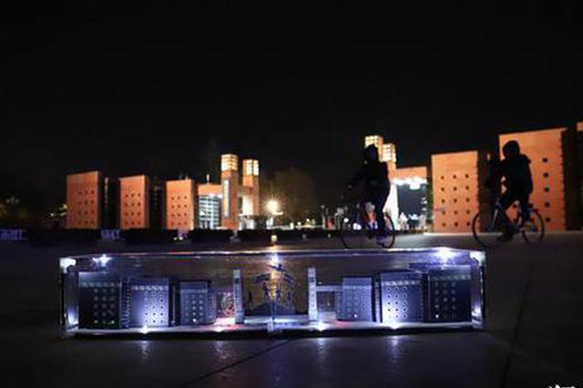 郑州高校大三男生用卡纸建造微缩版校园 表白母校