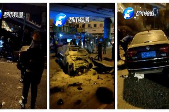 郑州一轿车冲下立交桥起火 年轻司机不幸身亡