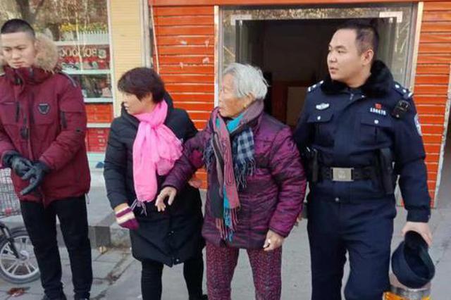 90岁老人迷路途中摔伤 中牟民警帮老人包扎后送回家