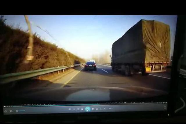 漯河:高速上飞来一根木棍!砸裂宝马轿车挡风玻璃