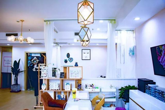 日式美甲、松风美睫,这是一家可以撸猫的美甲店!