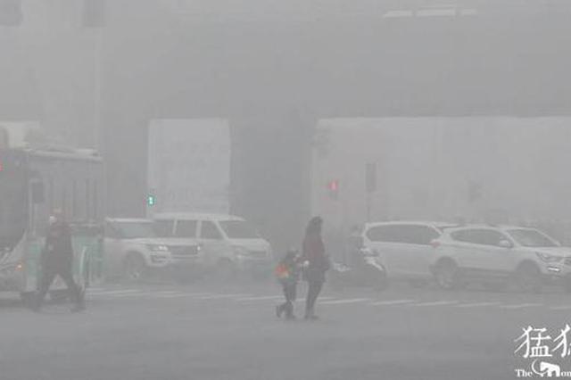 """河南今晨大雾 明天起又有雨雪""""添堵"""""""