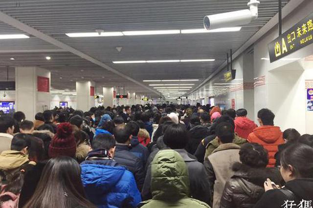 """昨夜郑州地铁延时至24时 乘客点赞希望""""常态化"""""""