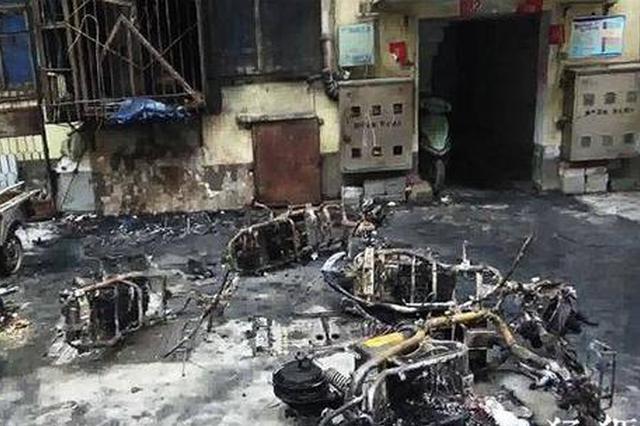 """郑州电动车扎堆充电被烧成""""骨架"""" 疑似""""飞线""""惹祸"""