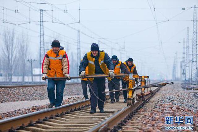 南阳:寒冬的傍晚 他们为铁路畅通而战