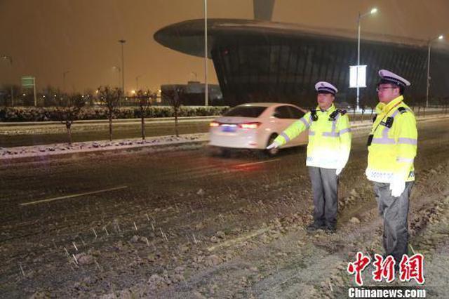雪雾致河南四机场旅客滞留 启动高等级巡逻勤务应对