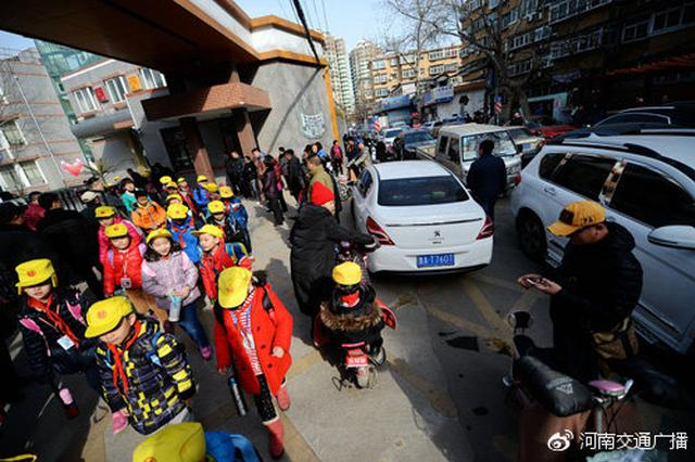 """郑州交通即将进入""""开学模式"""" 你做好准备了吗?"""