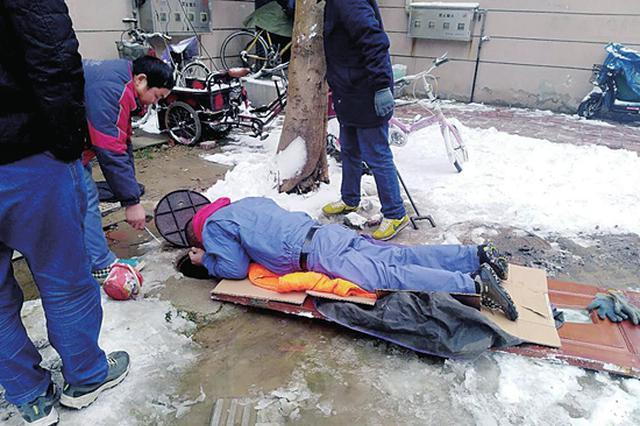 低温冻坏水阀 郑州维修人员卧雪一小时抢修排除险情