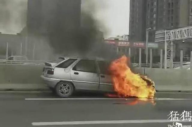 事发郑州 快车道轿车自燃烧成空壳 又是线路老化惹祸