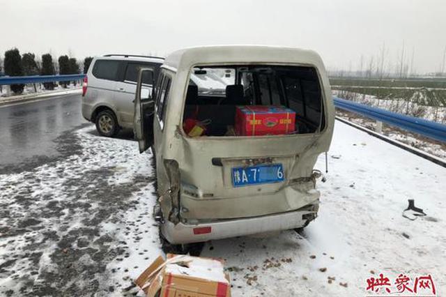 河?#19979;?#25919;队员遭车祸:事发前疏导一家?#30446;?#21040;安全位置