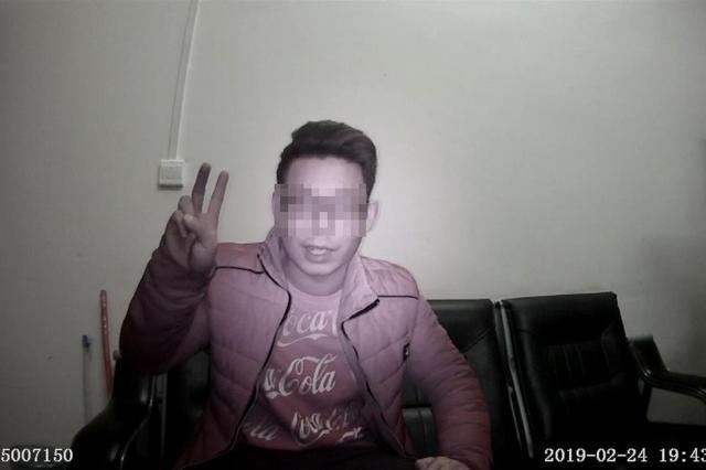 男子醉驾被查对着执法记录仪做鬼脸说:我比较帅,别迷上我