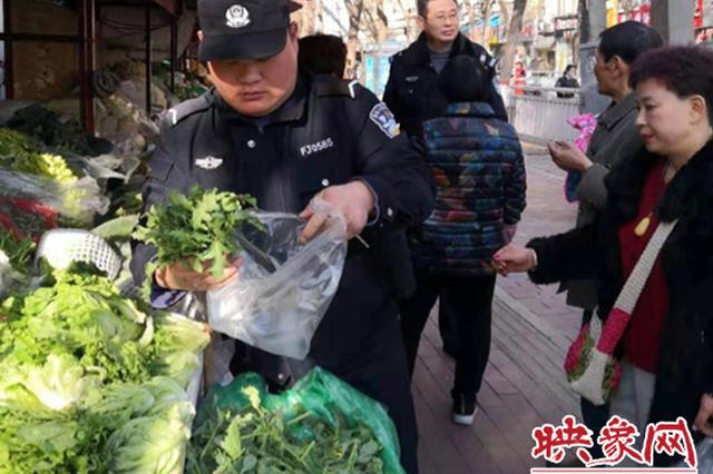 郑州一菜市场上发现罂粟苗 警方一查到底连根铲除
