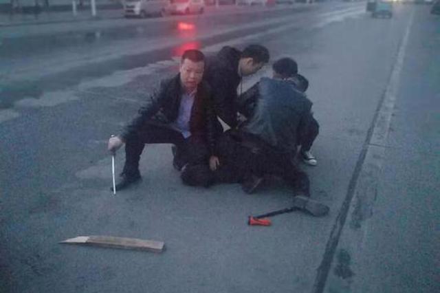 砖头、刀刺!焦作沁阳警方抓捕嫌犯 从六楼打到一楼