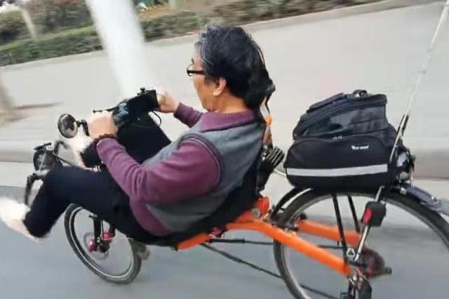懒人神器!驻马店一大叔自制卧式自行车 躺着去春游