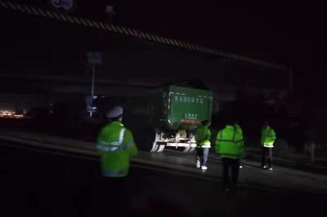 1月1日至今,郑州交警支队高架大队共查处渣土车违法687起