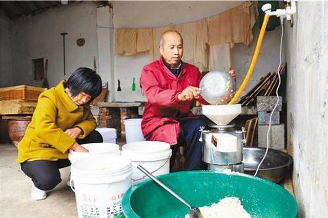 王庄村建起的文化广场,丰富了村民的文化生活,激发了贫困群众脱贫内生动力。(资料图片)