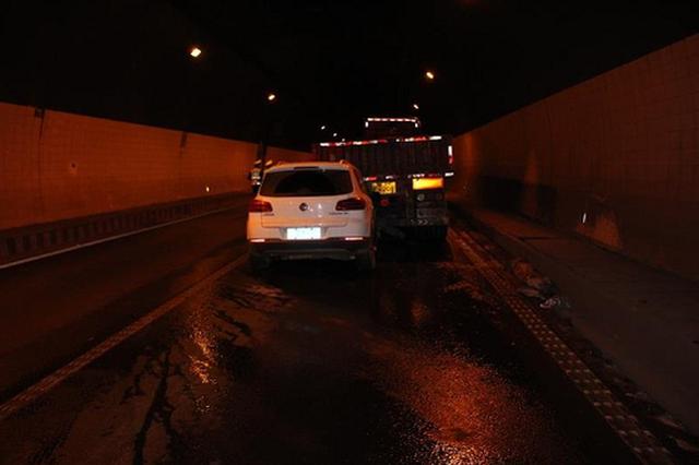 司机高速连续开车5小时 疲劳驾驶追尾货车酿祸端