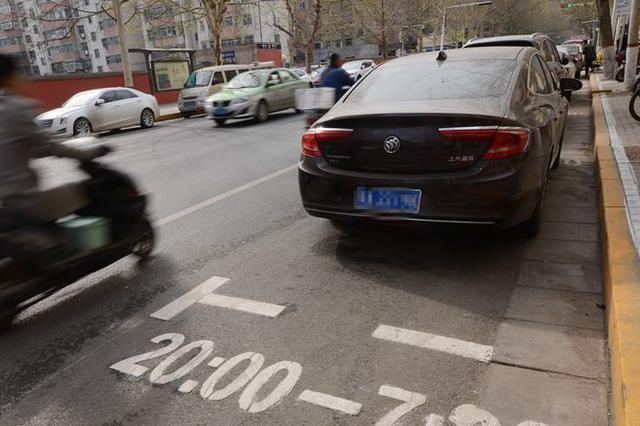限时免费停车位亮相郑州街头