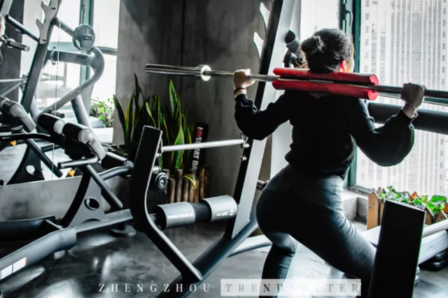潮妹在这家超燃的私教健身工作馆里,虐出完美曲线!