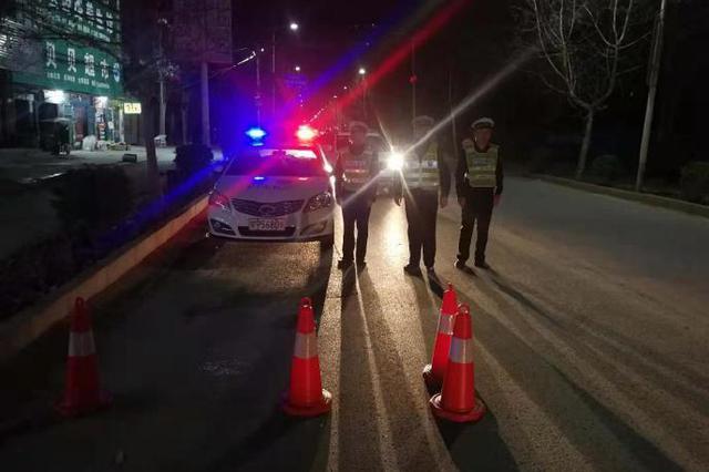 """闯卡酒驾撞警车 周口一""""金毛鼠""""涉嫌危险驾驶被拘"""