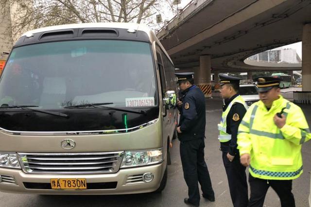 去年郑州查扣违法违规客运车辆6587台次 罚款2317万元