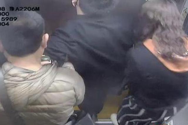乘客突发疾病 郑州公交司机果断改路线救援