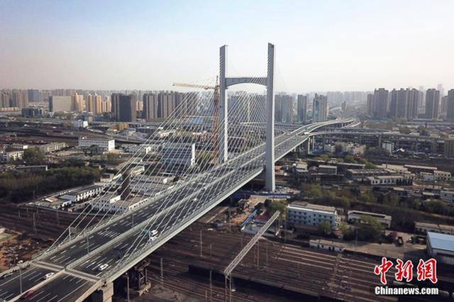 组图:郑州农业路大桥通车 横跨亚洲最大铁路编组站