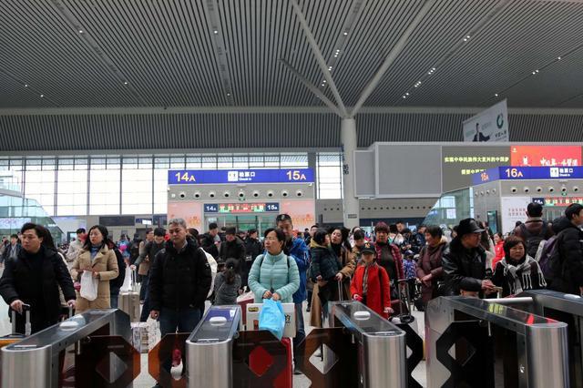 清明假期,郑州东站加开62趟高铁临客