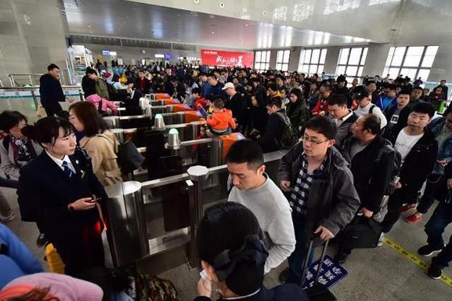 方便旅客踏青赏花游 郑州铁路加开周末临客列车16对