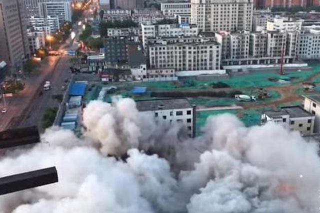 6秒钟288公斤炸药 郑州地标建筑冰熊大厦爆破 成记忆