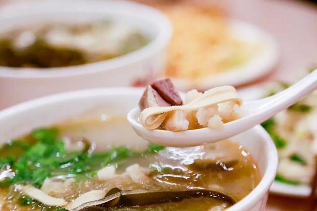 羊汤配酥肉!米线丸子汤!快来干了这碗热汤吧!