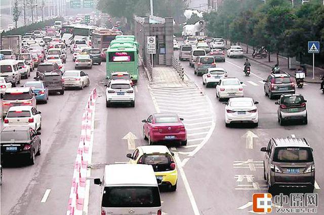 郑州西三环陇海铁路南抓拍首日 2000多辆车次违规