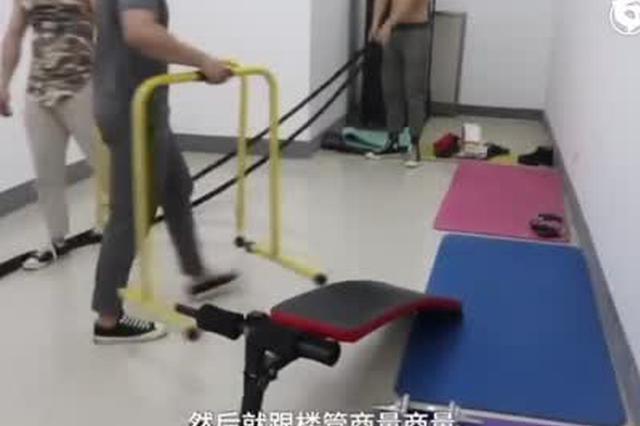 河南某大学辅导员带学生健身