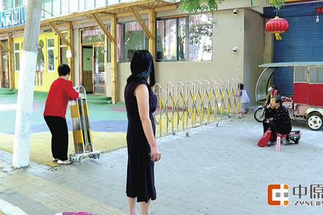 郑州幼儿园圈占人行道让孩子跳操 影响通行危及安全