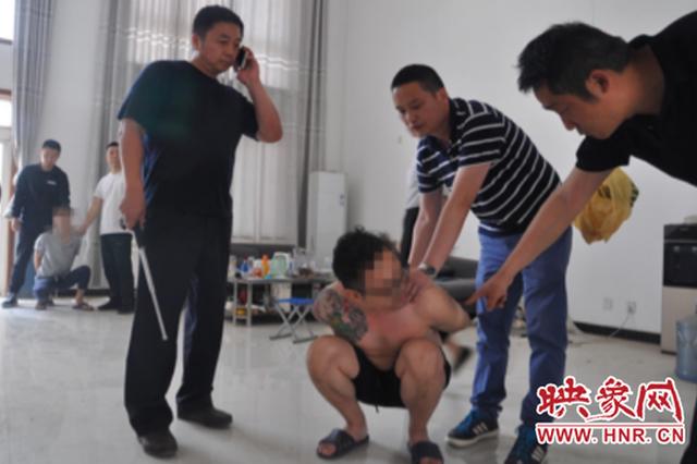 劫匪入室抢劫转走6万余元 郑州警方抓获嫌疑人