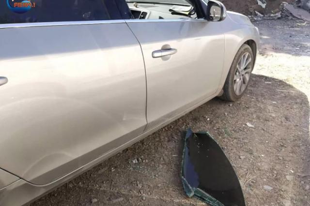郑州一无人看管停车场8辆车车窗被砸 现场一片狼藉