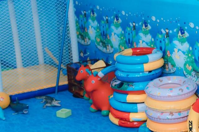 来郑州这家五星酒店泳池get超酷的私教暑期儿童游泳课!
